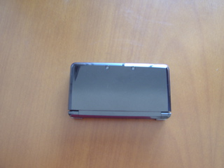 The 3DS with its lid closed